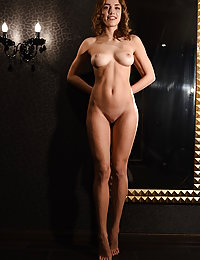 This hottie loves to see her own reflection and makes absolutely sure that others get to enjoy the fun as well.